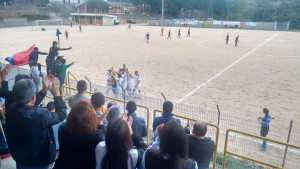 Mele e la squadra festeggiano il goal della vittoria
